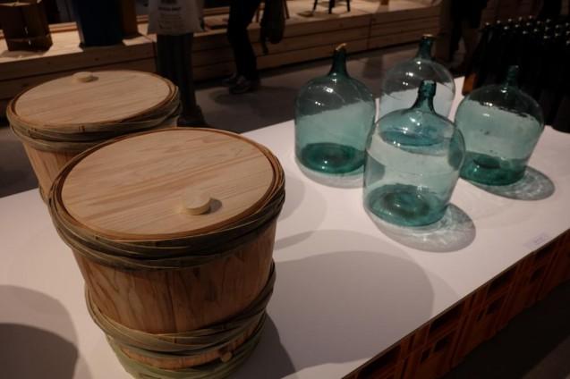 酒樽から徳利までを同じ内容量で比較した展示コーナー
