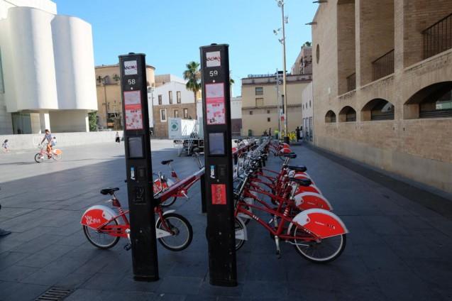 レンタサイクル・スタンド。バルセロナ現代美術館にて。