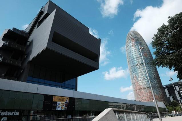 ディセニィ・ハブ・バルセロナ(Disseny hub barcelona)とアグバータワー( Torre Agbar )