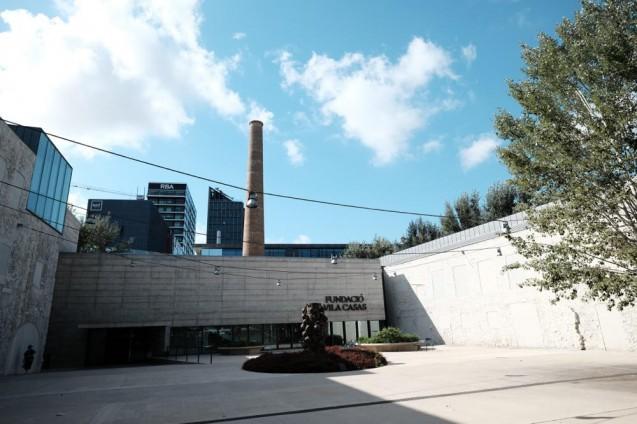 カン・フラミス(カン・フルミス)美術館。メインエントランスの中庭。