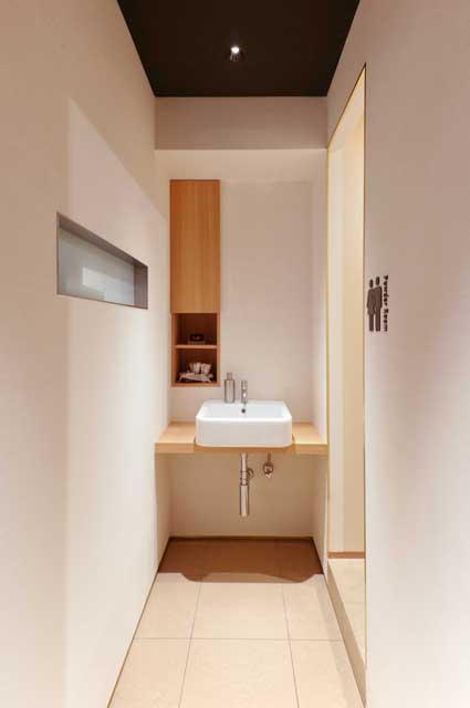 トイレ前室