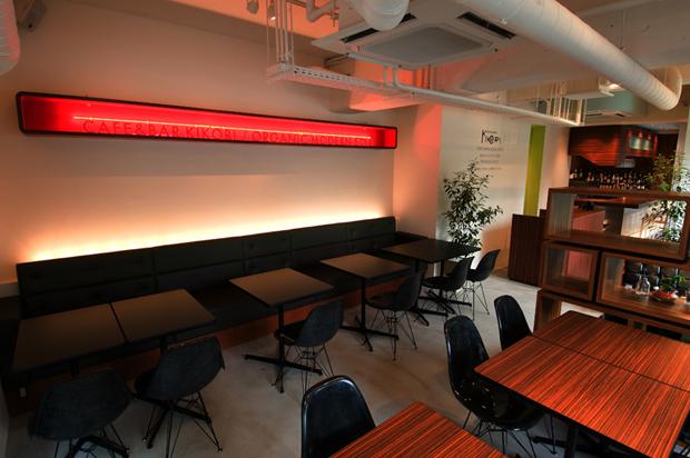 飲食店舗設計、カフェ&バーの事例 - CAFE & BAR KOKIRI - メイン客席側