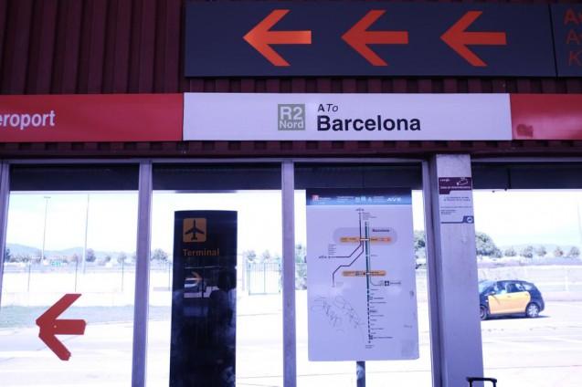 バルセロナ空港駅の駅サイン。