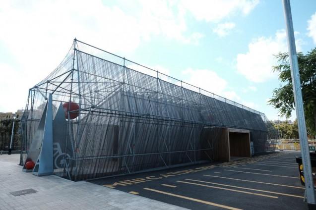 エルカンツの蚤の市に隣接するレンタサイクルセンター。構造は二重構造で至ってチープな造り。