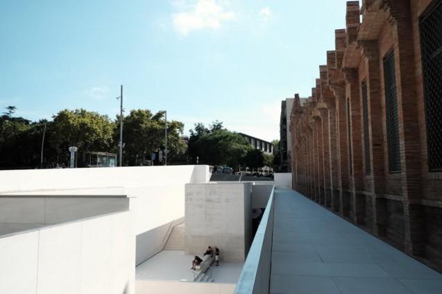 カイシャ・フォルム・バルセロナ。エントランス面近影。