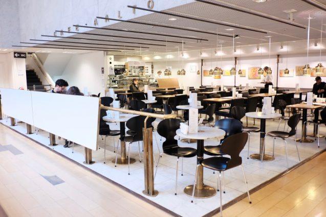 アカデミア書店の2階のカフェ・アアルト(Cafe Aalto)