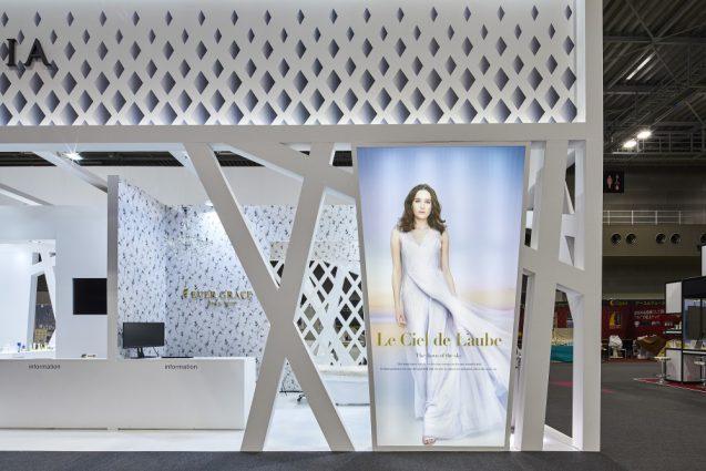ビューテチィーワールドジャパン2018に出展したアクシージアのプロモーションブース。展示会ブースデザイン。