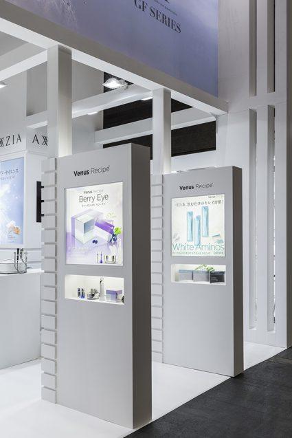 展示会デザイン、展示会装飾の事例|ビューティーワールドウェスト2018 アクシージア_ブース_2018 (14)