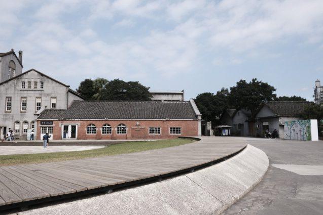華山1914文創園区のメインエントランスからの施設全景。別アングルで。
