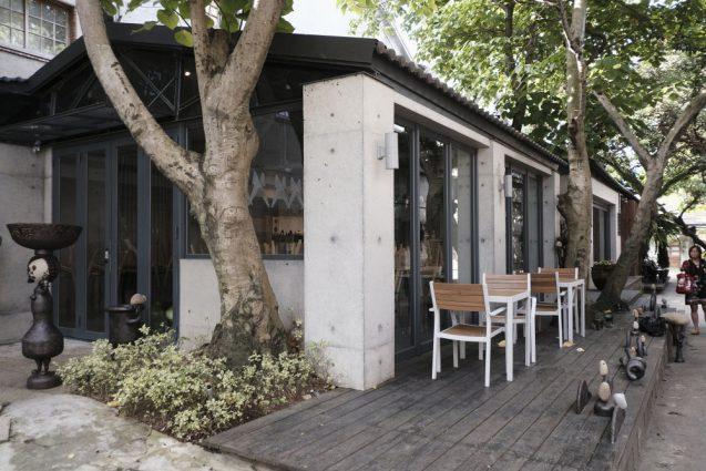 光點珈琲時光のテラス席。この華山1914文創園區にあるカフェはテラス席を併設しています。