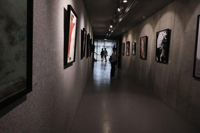 劇場内のアーカイブ。雲門舞集を撮り続けている台湾人フォトグラファー劉振祥の『雲門風景』が常設展として設置されています。