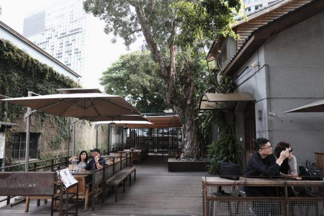 「小日子」の隣にある『Trio café三重奏』。日中平日なので閑散としていました。