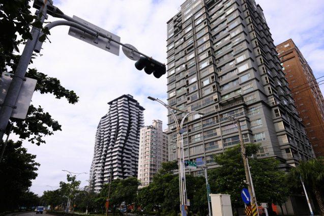 漁人碼頭付近のマンション。奥のマンションはリゾート分譲マンションでしょうか。