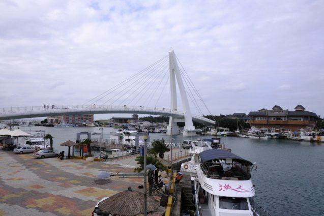 漁人碼頭の埠頭桟橋から湾内を眺める。別アングル。