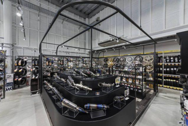 ヒョウドウプロダクツ本社屋 HYOD-PLUSの店舗デザイン 内観 ハードパーツコーナー