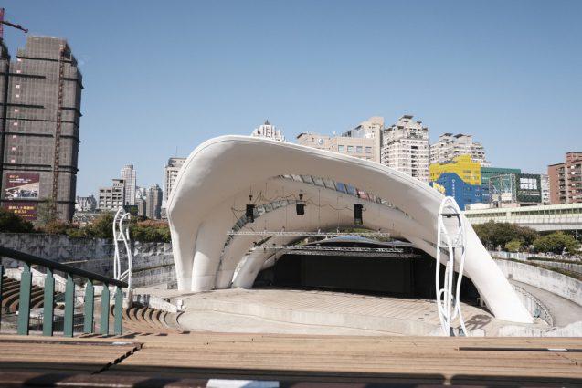 台中市円形野外劇場の正面外観