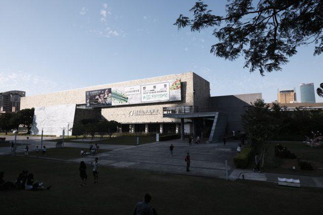 国立台湾美術館。敷地から見たビューを別角度で。