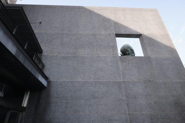 国立台湾美術館。エントランス上部のオブジェ