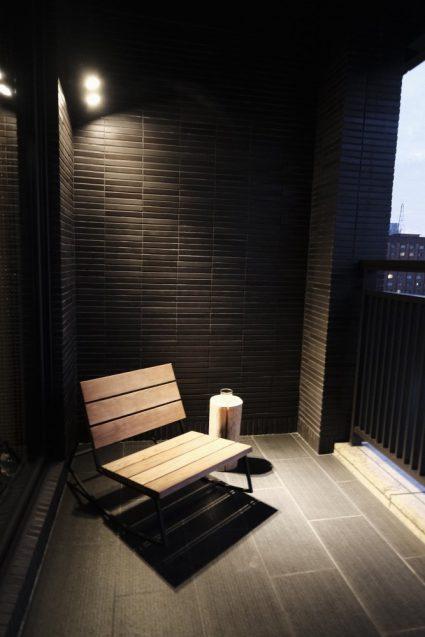 ホームホテル大安 Home Hotel DaAn のベランダ。台北の喧騒を肌で感じられます。