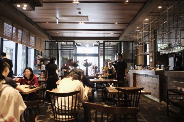 ホームホテル大安 Home Hotel DaAn。1Fにあるレストラン Fancalay美好的。外光が入り気持ちの良い空間。