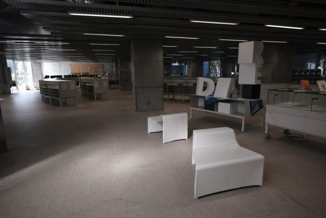国立台湾大学社会学部棟+辜振甫記念図書館。学部棟の1Fは職員室とラウンジ、学習室で構成されています。