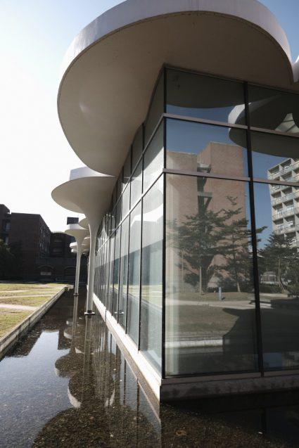 国立台湾大学社会学部棟+辜振甫記念図書館。鉄筋コンクリートの屋根部のディティールが超絶的