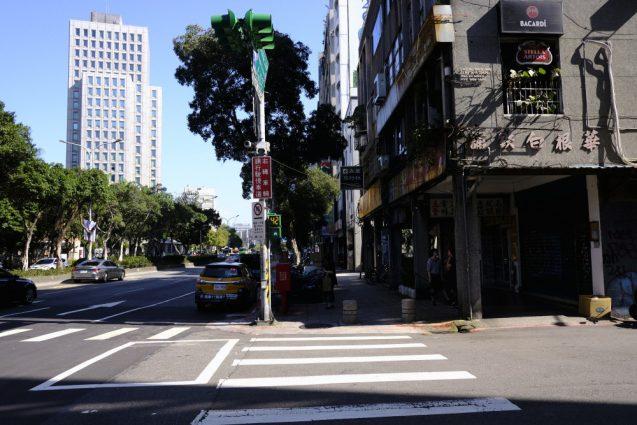 台北市内の街並み。大安付近。