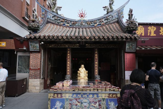台北の合羽橋「迪化街」にある縁結びの廟、台北霞海城隍廟