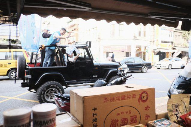 台北の合羽橋「迪化街」。この日は市長選挙の真っ只中。