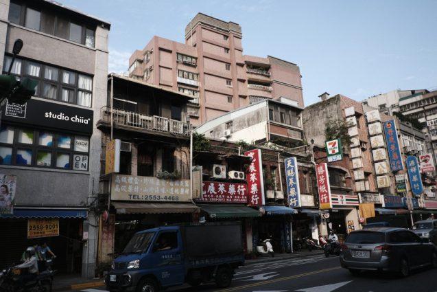 台北の合羽橋「迪化街」、民生西路の街並み