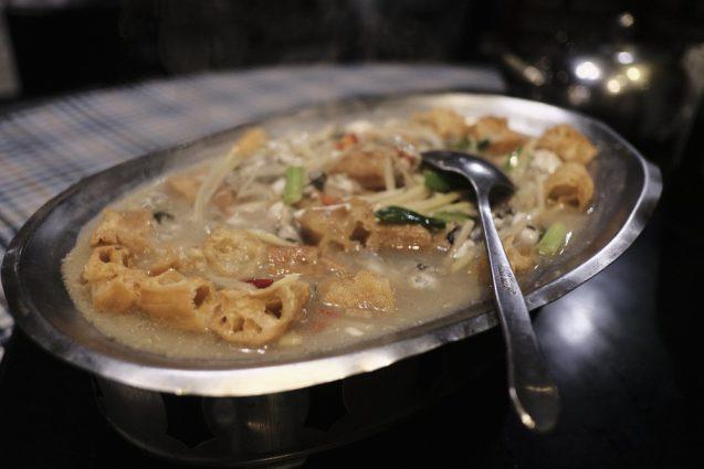 紫都餐庁のスープ。パンと何かが入っていたのですが、これも絶品。