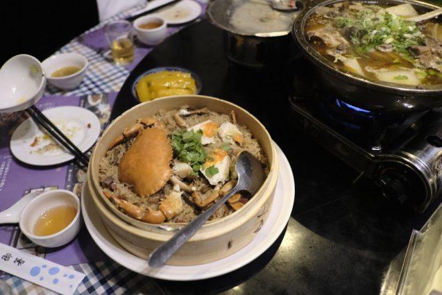 台湾最後の夕食は、クレアトラベラーで紹介されていた紫都餐庁へ。カニのおこわが名物のお店。
