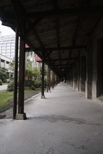松山文創園區(松山文創園区)の裏手にある小山堂のコリドー