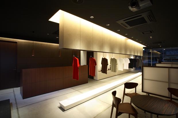 Tシャツを企画から制作するメーカー、久米繊維工業本社ショールームのTシャツ展示