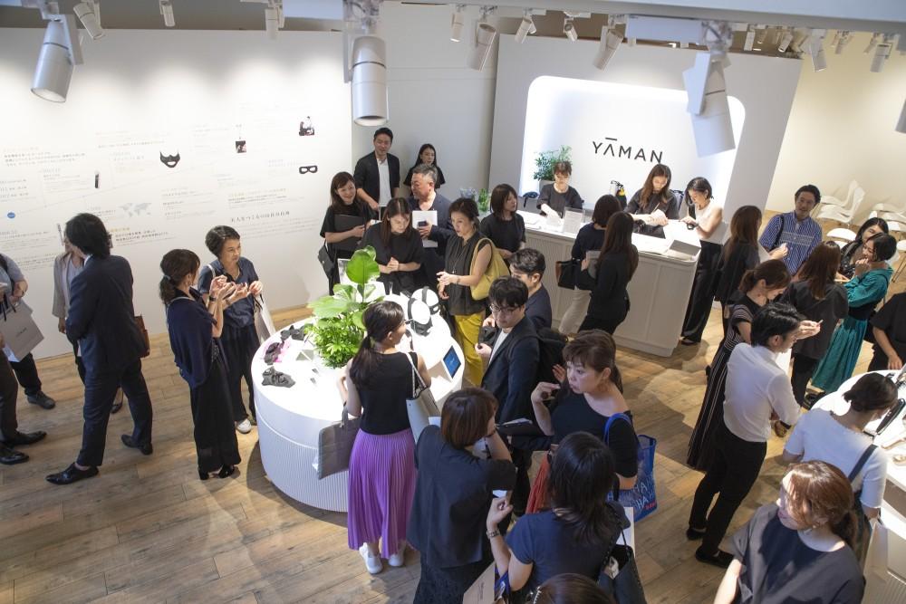 YA-MAN新製品発表会のプレス向けローンチイベントの会場構成の空間デザイン (18)