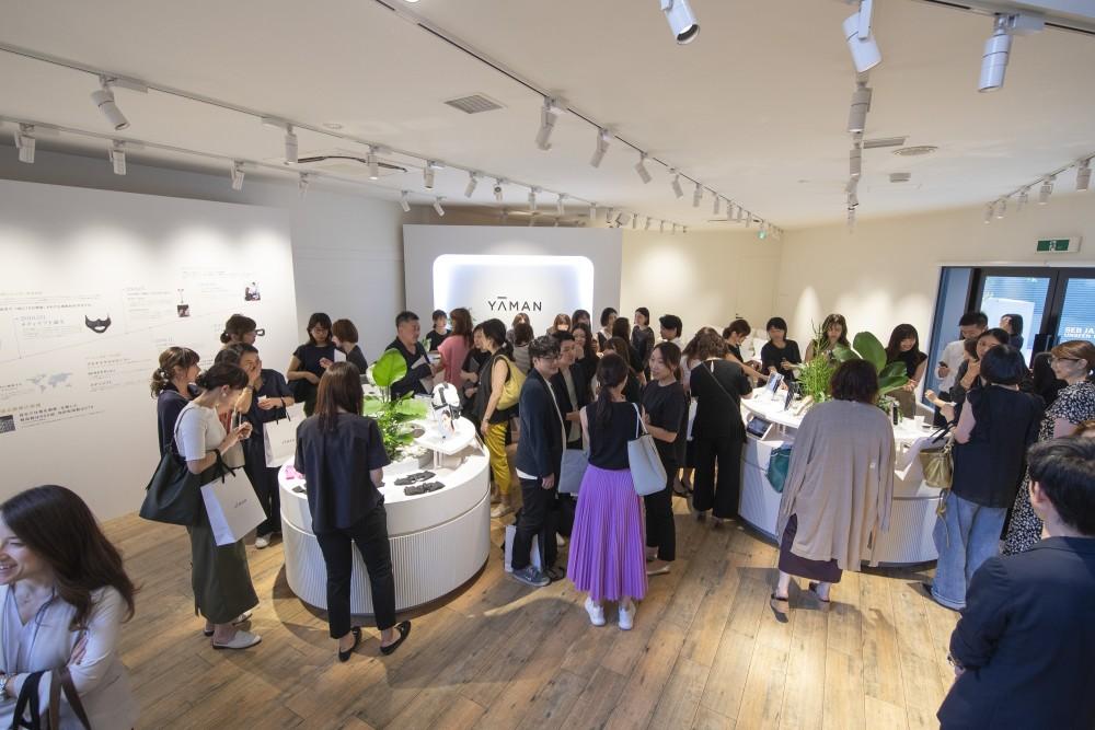 YA-MAN新製品発表会のプレス向けローンチイベントの会場構成の空間デザイン (17)