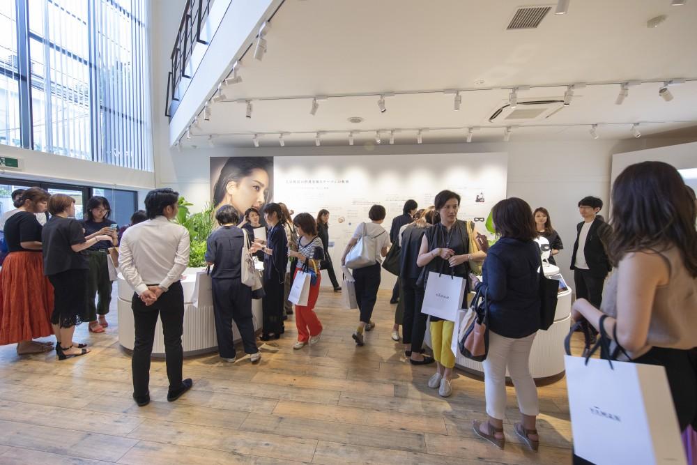 YA-MAN新製品発表会のプレス向けローンチイベントの会場構成の空間デザイン (16)