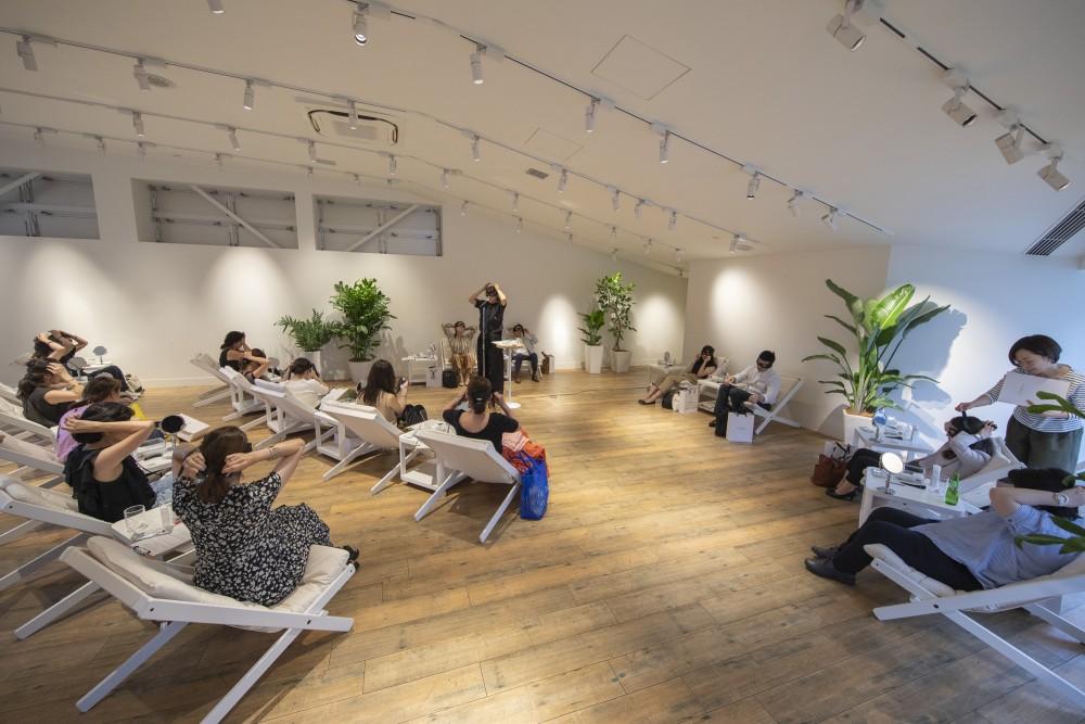 YA-MAN新製品発表会のプレス向けローンチイベントの会場構成の空間デザイン (14)
