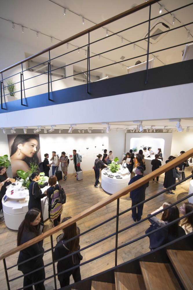 YA-MAN新製品発表会のプレス向けローンチイベントの会場構成の空間デザイン (11)