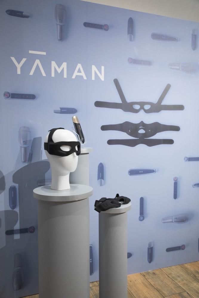YA-MAN新製品発表会のプレス向けローンチイベントの会場構成の空間デザイン (9)