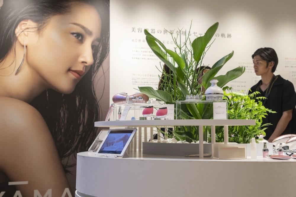 YA-MAN新製品発表会のプレス向けローンチイベントの会場構成の空間デザイン (12)