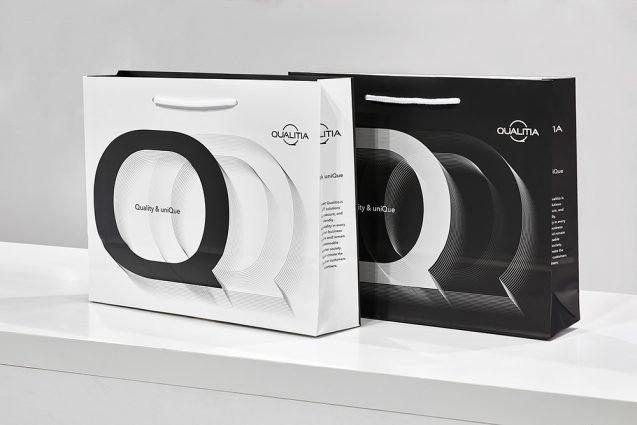 展示会の来場者に配布するペーパーバッグ:QUALITIA