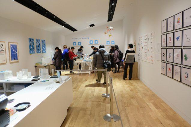 三部構成の展示の後には特設ミュージアムショップ。駒形さんの作品が購入できます。