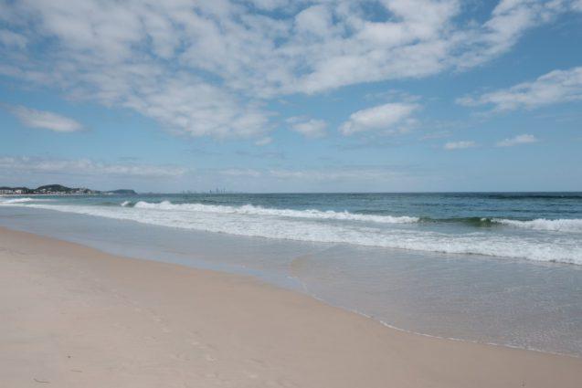 ゴールドコーストのノースキラビーチからサウスポート&ブリスベン方面を眺める