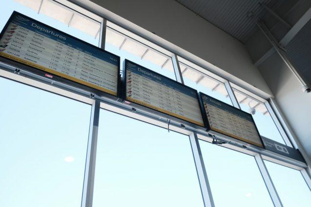 ゴールドコースト国際空港の発着掲示板。