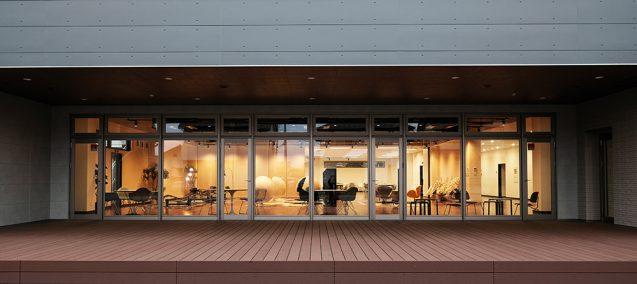 アクティビティーベースドワーキングを念頭においた、ハートランドデーター本社ソフトウェアセンター1階ワークラウンジ (1)