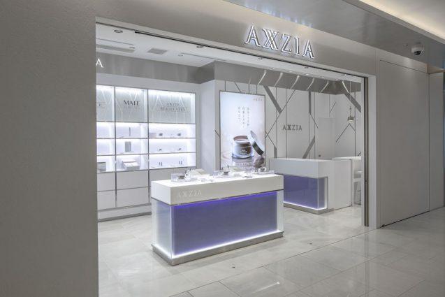アクシージア ギンザシックス店の店舗デザイン。ファサード部分