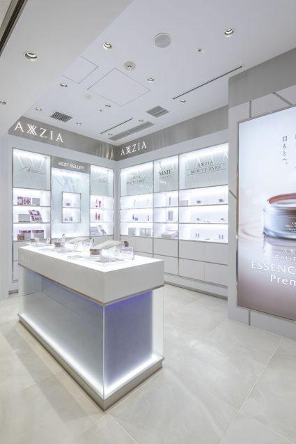 アクシージア ギンザシックス店の店舗デザイン。商品陳列側。